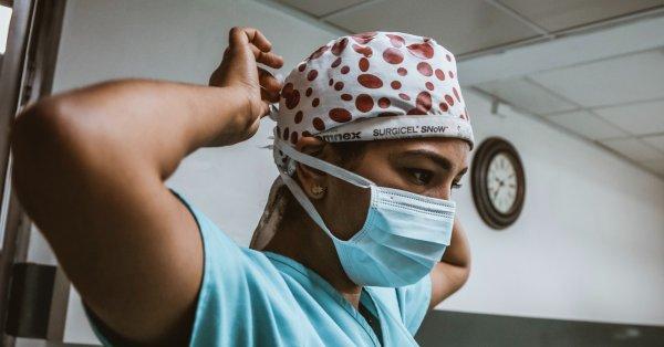Près de 900 nouveaux cas de COVID-19 au Québec