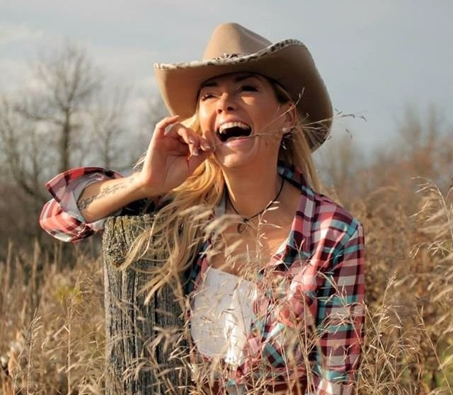 MARIE-CHANTAL TOUPIN EN MODE COUNTRY
